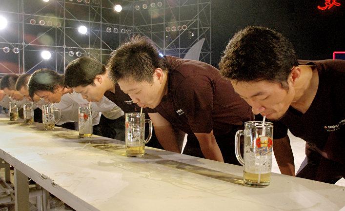 Участники пивного конкурса в Сучжоу, Китай