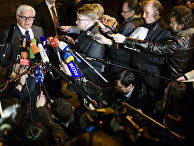 Министр иностранных дел ФРГ Франк-Вальтер Штайнмайер отвечает на вопросы журналистов после встречи «нормандской четверки» в Берлине