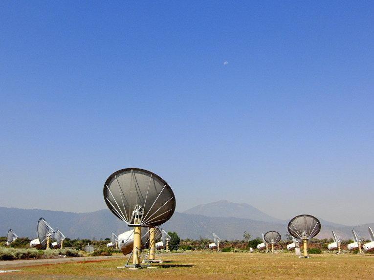 Радиообсерватория Хэт-Крик, используемая SETI для поиска внеземной жизни , Калифорния, США