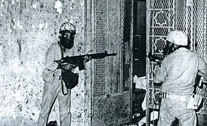 Саудовские солдаты штурмуют подземелье Каабы под мечетью Мекки, Саудовская Аравия, 1979 год
