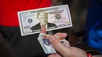 Сувенирная купюра с изображением президента США Дональда Трампа