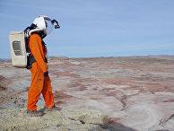 Участник эксперимента по имитации миссии на Марс на вулкане Мауна-Лоа на Гавайских островах