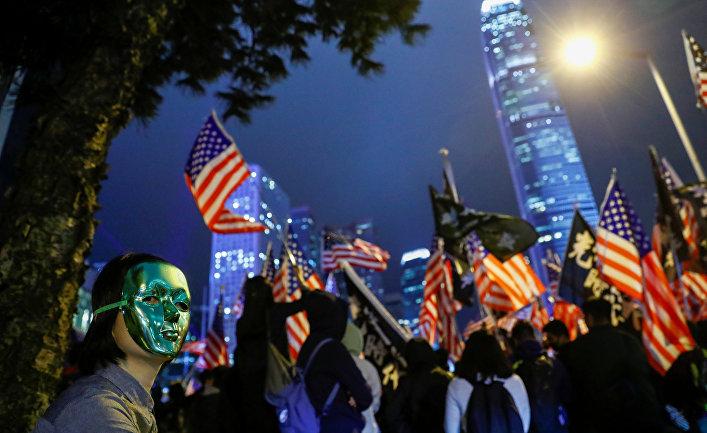 Протестующие на митинге в Гонконге