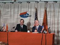 Совместная пресс-конференция Генерального секретаря ЦК КПСС, Председателя Верховного Совета СССР Михаила Сергеевича Горбачева (справа) и Президента США Джорджа Буша на Мальте.
