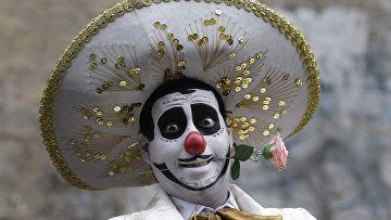 Клоун на празднике в Лиме, Перу