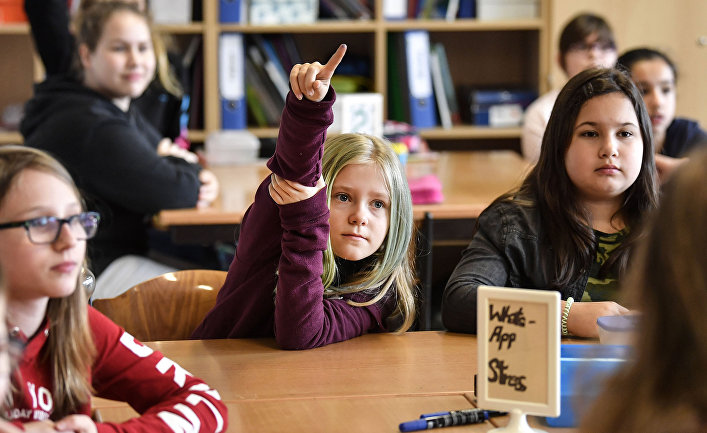 Школьники на уроке в Эссене, Германия