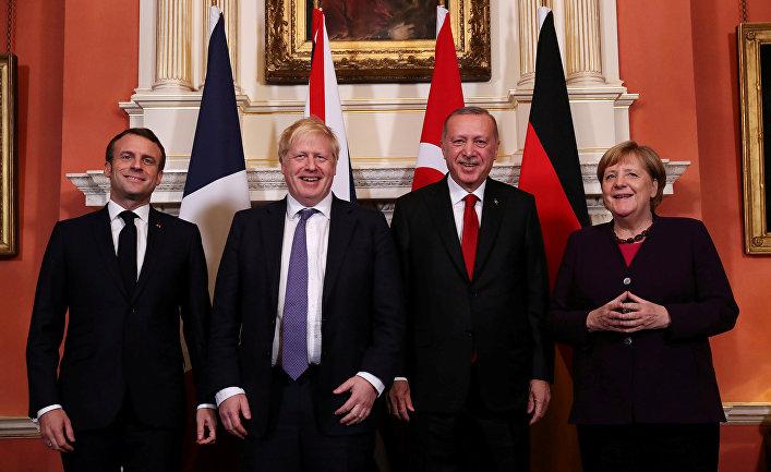 Президент Франции Эммануэль Макрон, премьер-министр Великобритании Борис Джонсон, президент Турции Тайип Эрдоган и канцлер Германии Ангела Меркель
