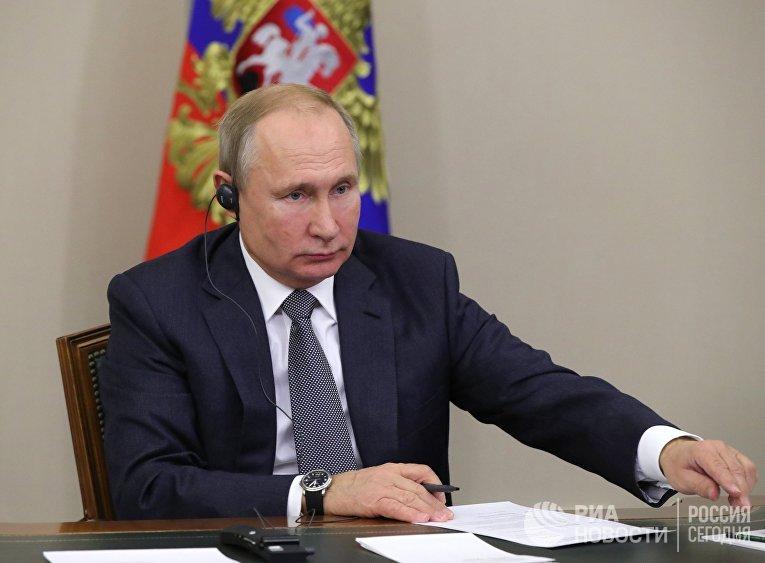"""Президент РФ В. Путин принял участие в церемонии начала поставок российского газа в КНР по """"восточному"""" маршруту"""