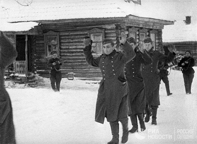 Контрнаступление Красной Армии под Москвой. Немецкие пленные.