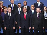 Лидеры стран НАТО позируют для общей фотографии в Уотфорде, Великобритания