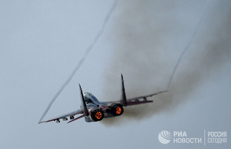 """Выступление пилотажной группы ВКС России """"Стрижи"""" на истребителях МиГ-29"""