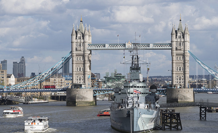 Вид на Тауэрский мост над рекой Темзой в Лондоне