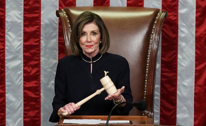 Спикер Палаты представителей США Нэнси Пелоси в палате представителей США