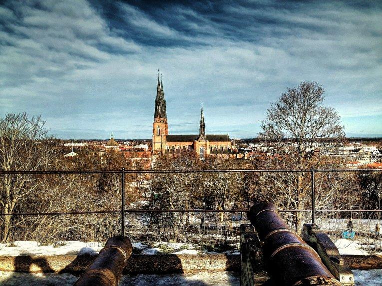 Вид на кафедральный собор в Упсале, Швеция
