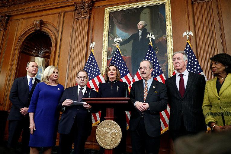 Спикер Палаты представителей США Нэнси Пелоси (D-CA) выступает перед СМИ
