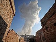 Дым, после авиаударов в деревне Тал-Мардих в сирийской провинции Идлиб