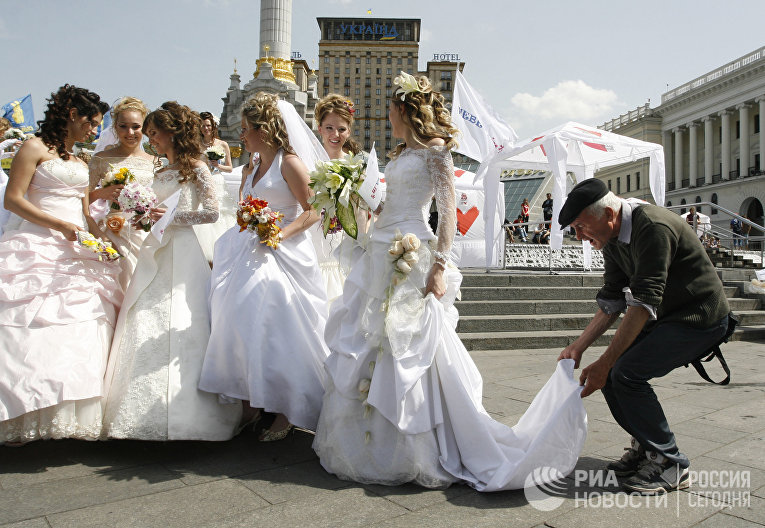 Парад невест на площади Независимости в Киеве, Украина
