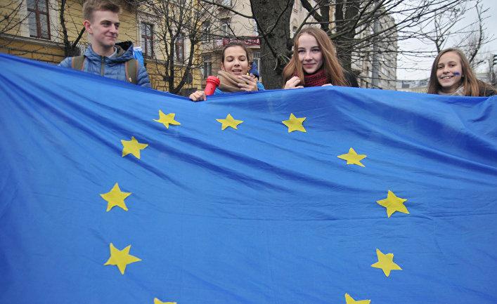 Участники студенческого митинга в поддержку евроинтеграции во Львове, Украина