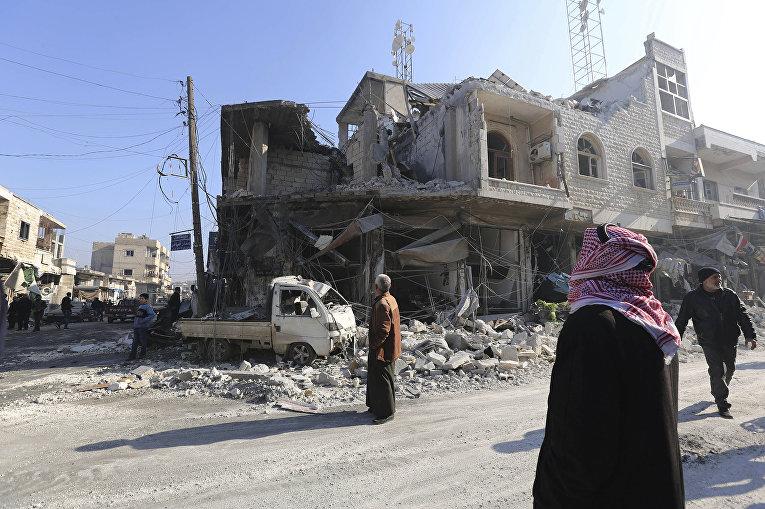 Разрушенные здания в городе Саракеб в провинции Идлиб в Сирии