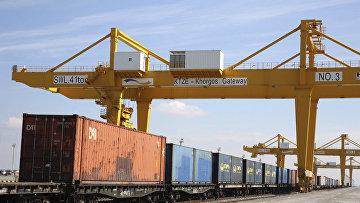 Железнодорожные пути в Хоргосе на границе Казахстана и Китая