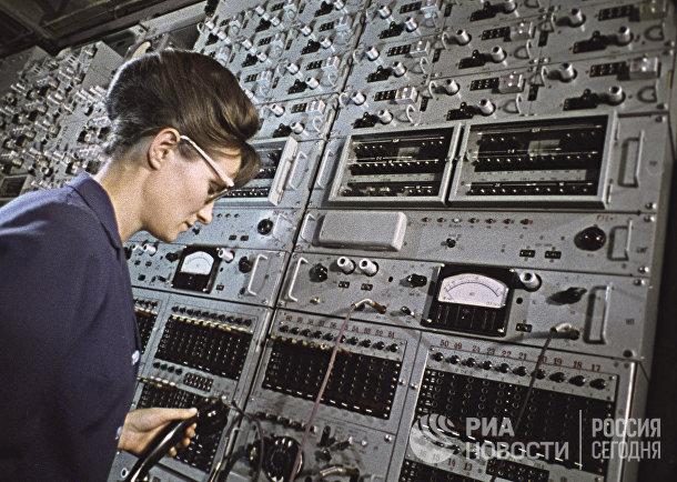 Сотрудница телефонного узла во Владивостоке