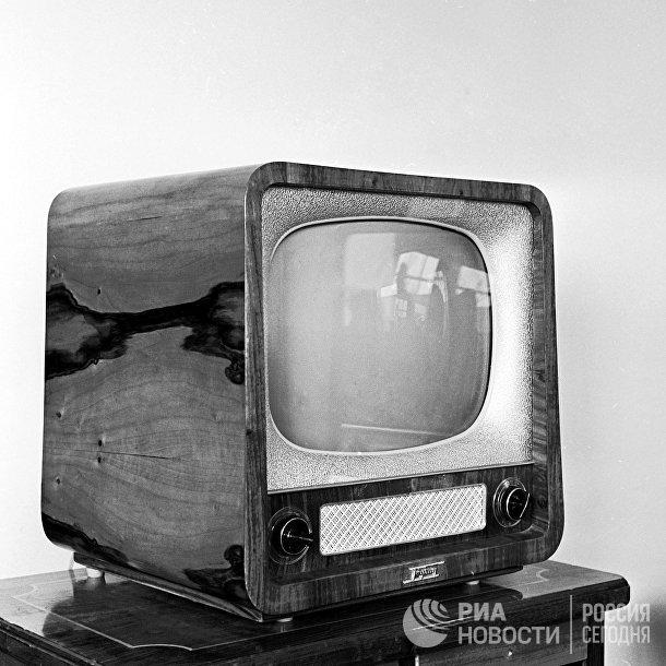 """Советский телевизор """"Рубин"""". 1958 г. Московский телевизионный завод"""