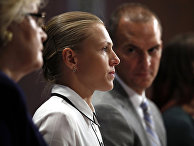 Бывшая легкоатлетка Юлия Степанова дает показания во время слушаний специальной комиссии о влиянии допинга в международном спорте на Капитолийском холме в Вашингтоне