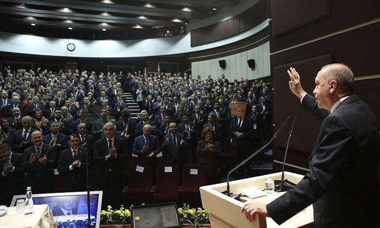 Президент Турции Реджеп Тайип Эрдоган выступает в парламенте в Анкаре, Турция