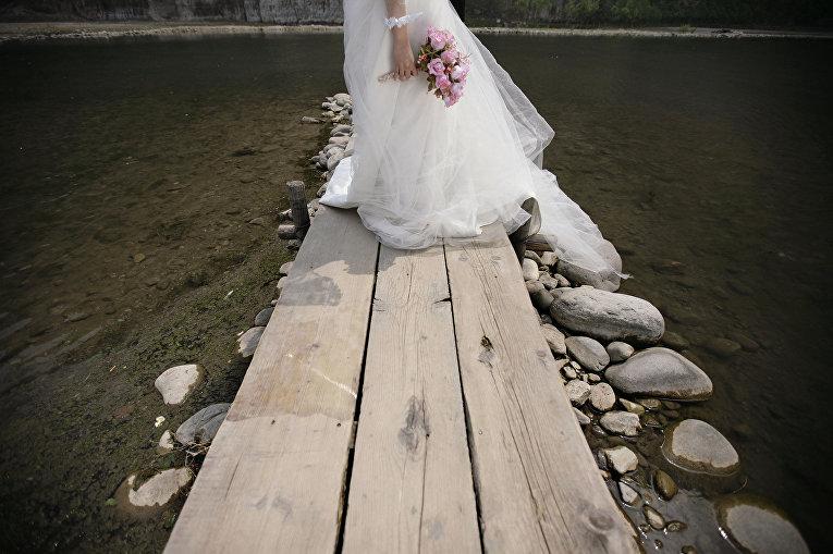 Невеста в городе Шиду, Китай