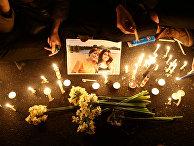 Цветы и свечи в память о погибших в авиакатастрофе в Тегеране, Иран