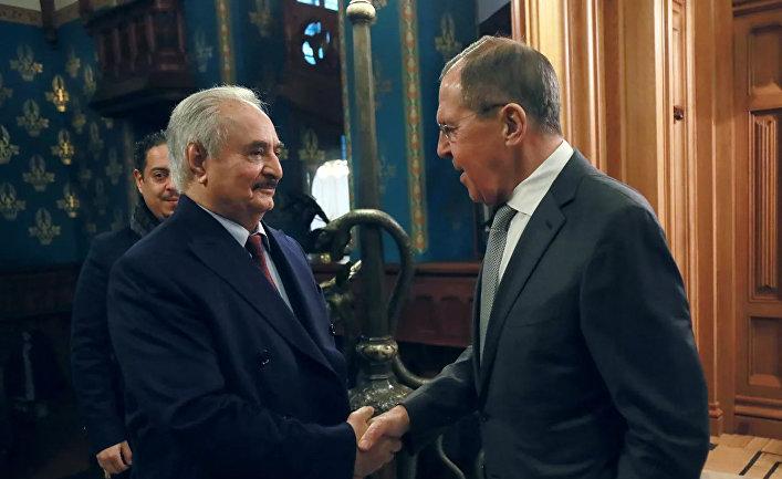 Глава Ливийской национальной армии маршал Халифа Хафтар и министр иностранных дел РФ Сергей Лавров