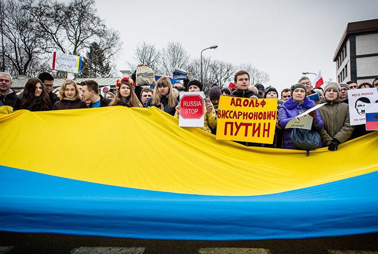 Участники акции протеста в Варшаве, Польша