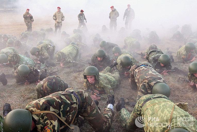 """Сдача экзамена на """"краповый берет"""" служащими белорусского спецназа"""