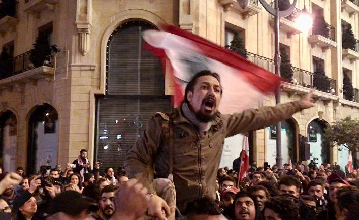 Демонстрация в Бейруте против назначения на пост премьер-министра Ливана Хассана Дияба