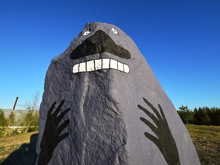 Персонаж Морра из серии книг Туве Янссон, нарисованный на камне