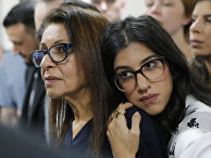 Мать Наамы Иссахара Яффа Иссахар и сестра Лиад Голдберг в зале суда в Москве