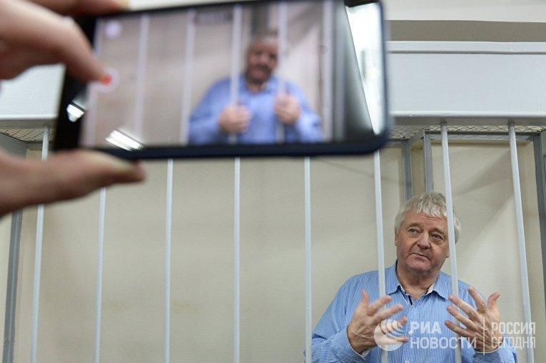 Рассмотрение ходатайства следствия о продлении срока содержания под стражей Ф. Берга