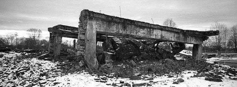 Развалины газовых камер и крематория в Освенциме, Польша