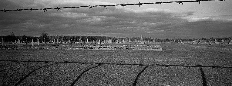 Развалины казарм для заключенных в Освенциме