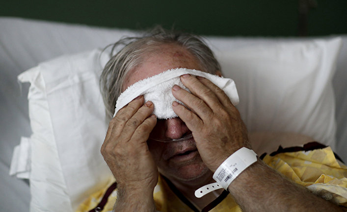 Заболевший гриппом мужчина в больнице города Томастон, штат Джорджия, США