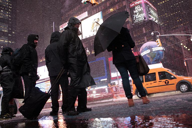 Прохожие в Нью-Йорке