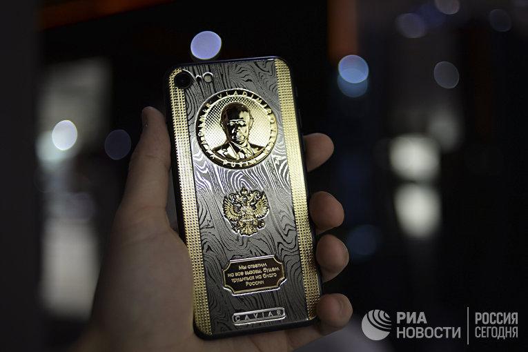 Выпущен смартфон c барельефом В. Путина в честь его дня рождения