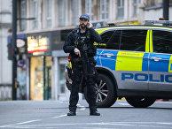 Полицейский на месте теракта в Стритхэме, Великобритания