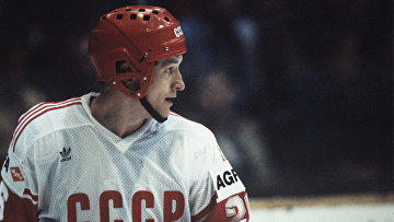Нападающий сборной СССР Александр Скворцов. Чемпионат мира и Европы по хоккею с шайбой