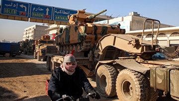 Колонна турецкой военной техники в городе Дана, недалеко от сирийской провинции Идлиб