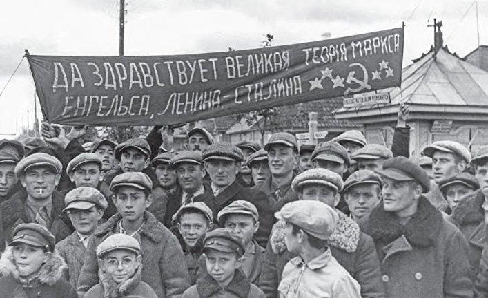 Западные белорусы приветствуют Красную Армию. 1939 год.