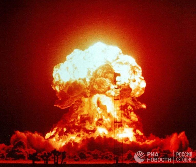 Взрыв однофазной ядерной бомбы мощностью 23 кт