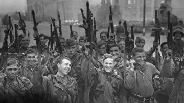 Великая Отечественная война. Советские войска в освобожденном Выборге. Ленинградский фронт.