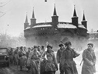Бойцы I Украинского фронта на одной из улиц Кракова. Освобождение Польши
