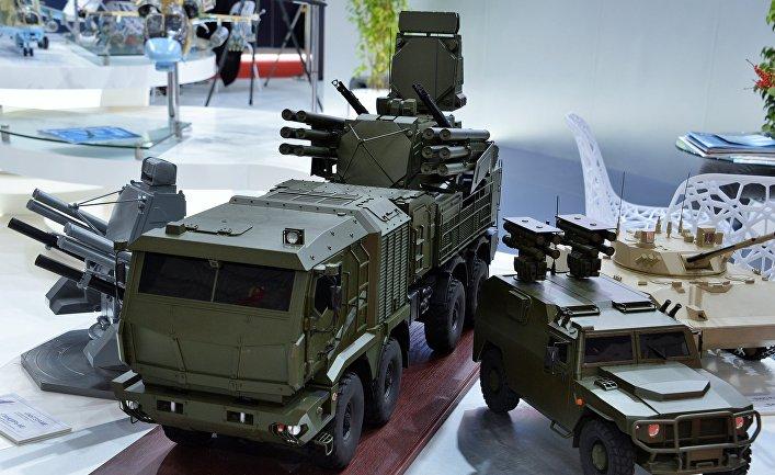 Макеты военной техники на Dubai Airshow 2019
